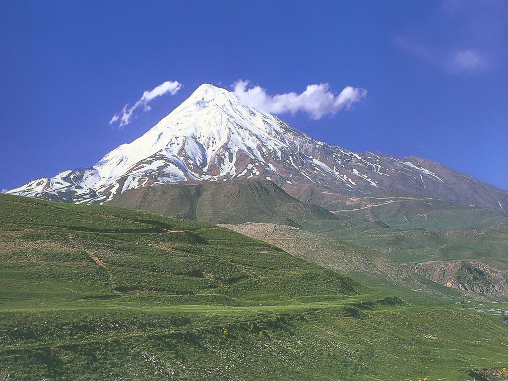 نمای دور قله دماوند