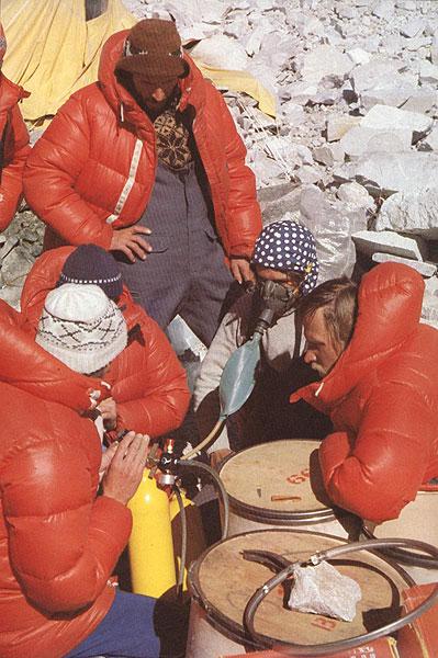 تست کپسول های اکسیژن در بیس کمپ اورست