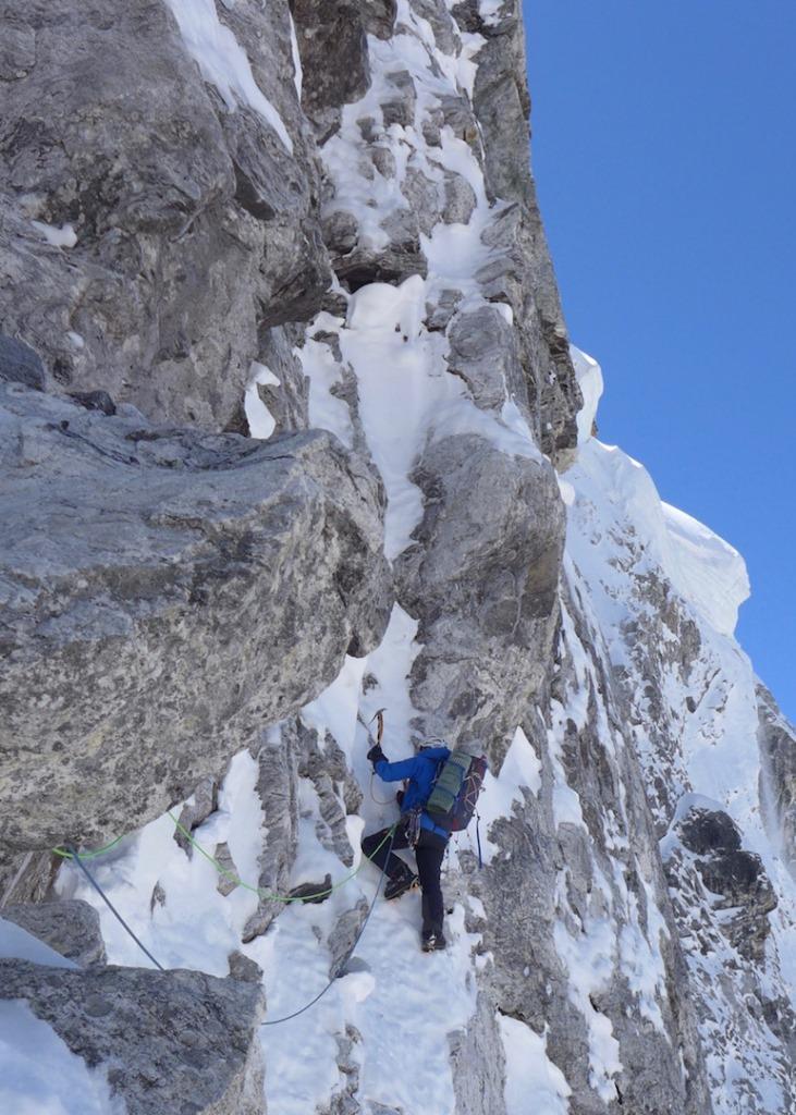 هدف امثال ما Gave Ding گیو دینگ به ارتفاع 6571 متر ، با یک جستجو برای یک مسیر مناسب بود. یک تیم انگلیسی به سرپرستی جولیان فریمن-آتوود ، در سال 2011 در سمت جنوب این کوه تلاش کرده بود. اگرچه آنها قادر به دیدن رخ شمالی نبودند ، اما به میک گفته بودند که پتانسیل صعود را دارد. ما یک ویدیوی کوتاه هم داشتیم که از طریق هلی کوپتر گرفته شده بود و به نظر جبهه سختی در کوه پیش رو داشتیم.