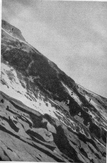 در سال 1960 اکسپدیشن چینیها به عنوان اولین برنامه موفق از سمت شمال اورست به نتیجه رسید. سه نفر از اعضای تیم ، وانگ فوژو ، گنپو و کو ینهوا در ساعت 4 و 20 دقیقه صبح روز 25 می به قله رسیدند. این صعود هیچ عکسی در قله ندارد و اصالتا به انتقادهایی در غرب مواجه است. اگرچه جامعه بین المللی کوهنوردی این نتیجه را به دلیل شواهد دیگری که وجود دارند قبول کرده است.