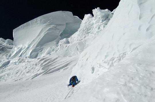 آلبرتو اینوراتگی ، متولد 1968، کوهنورد و سنگنورد اسپانیایی. وی دهمین کوهنوردی است که توانست 14 قله بالای هشت هزار متری را صعود نماید. وی به همراه برادرش فلیکس تا دوازدهمین قله را صعود کرد. اما برادر آلبرتو اینوراتگی در هنگام فرود دوازدهمین قله، گاشربروم 2، در سال 2000 درگذشت.