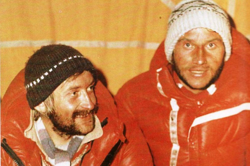 دهه طلایی به سالهای 1980 گفته میشود که صعودهای بلند در کوههای هیمالیا مقهور استعداد بهترین کوهنوردان لهستانی و تاریخ شد. در ادامه داستانکی کوتاه و بسیار خواندنی درباره مبارزان یخ در مسیر آزادی را می خوانیم. این راه کسانیست که رویاها را دنبال می کنند با اینکه می دانند رویاها می تواند در خلاف جهت هر منطقی به پیش رود.