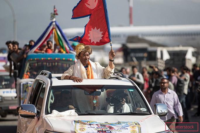 کامی ریتا (متولد 1970، سولوخمبو، نپال) وی در 21 می 2019 برای بار بیست و چهارم توانست قله اورست را صعود کند. پدر وی از راهنماهای پیشرو پس از اولین صعودها در هیمالیا بود. برادرش نیز یک راهنمای کوهستان است و اورست را برای 17 مرتبه صعود نمود. وی در سال 2021 توانست برای 25 امین بار قله اورست را صعود کند. به این ترتیب رکورد خودش را نیز ارتقا داد.