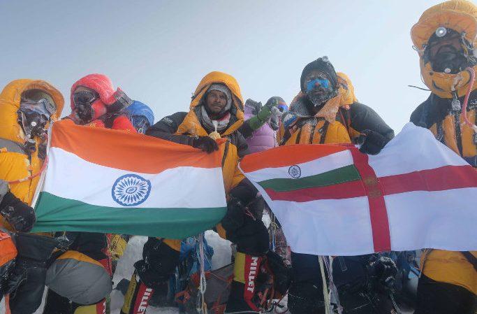 طبق پیش بینی کنتول کول، راهنمای کوهستان انگلیسی، تعداد کوهنوردان پیش بینی شده در اورست فصل پیش رو 60% سالهای عادی خواهد بود. این در حالیست که در سال 2019، نپال 381 مجوز و چین برای صعود از سمت شمال اورست 140 مجوز دیگر صادر کرده بودند.