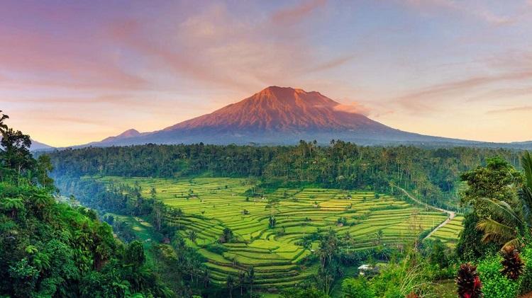 کوه آگونگ، بالی مقدسترین کوه بالی
