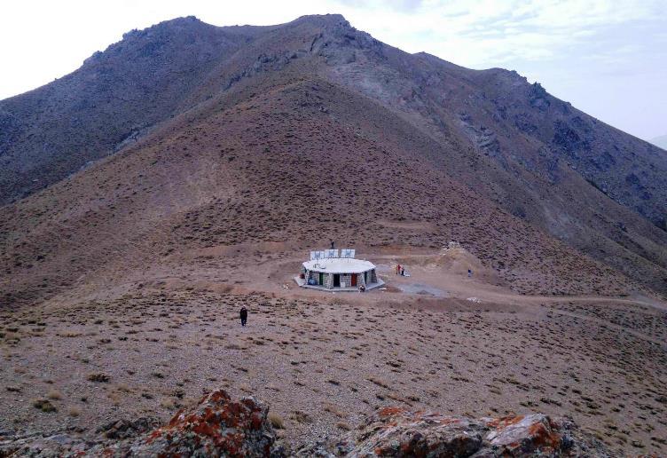 قله کرکسین - کوهنوردی در همدان