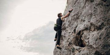 mountaineering-equipments